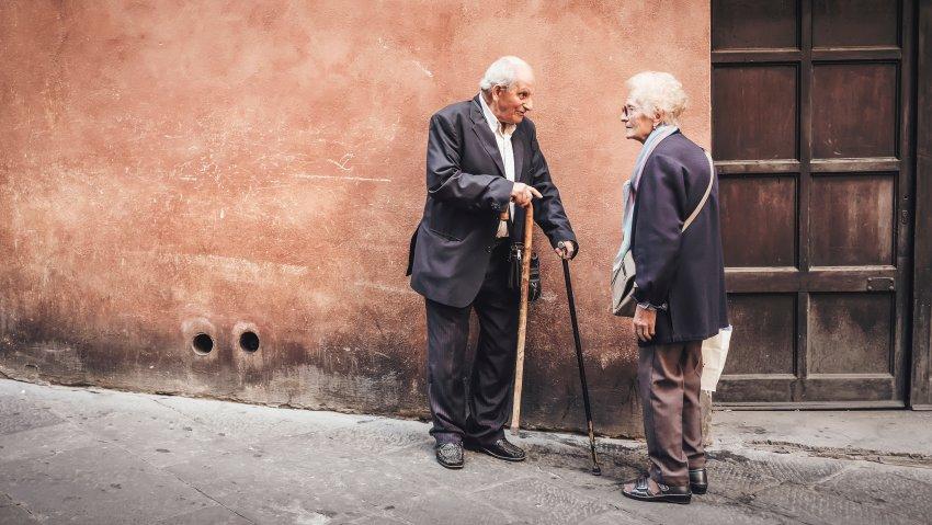 Gli anziani nel nostro Paese e le nuove polizze di non autosufficienza